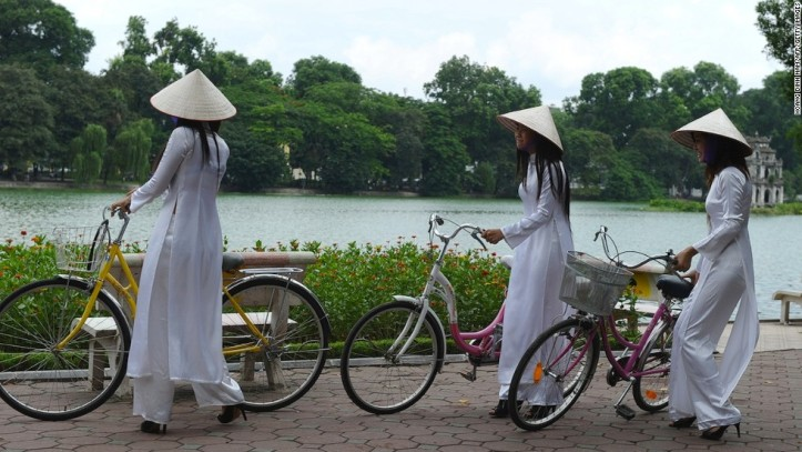 130621114011-hanoi-locals-horizontal-large-gallery